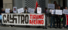 Concentración frente al Consulado de Cuba en Barcelona