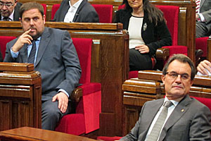 Junqueras y Mas, en una reciente sesión plenaria del Parlamento autonómico (foto: parlament.cat).