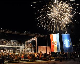 Fiesta en Rijeka para celebrar la adhesión de Croacia a la UE (foto: Silvano Jezina/novilist.hr).
