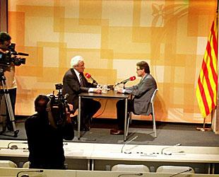 Del Olmo y Mas, durante la entrevista en el Palacio de la Generalidad (foto: Twitter).